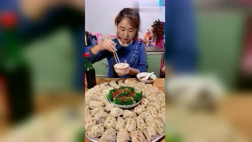 东北饺子看着也太香了,这才是吃饺子的架势!