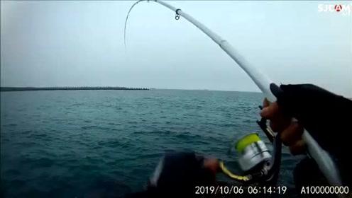 矶钓,白天小鱼闹窝,很久没钓鱼提竿感觉不准