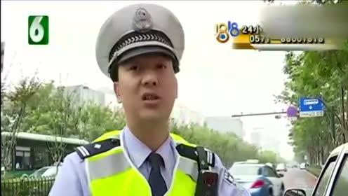 司机连变四车道! 正好被交警逮个正着