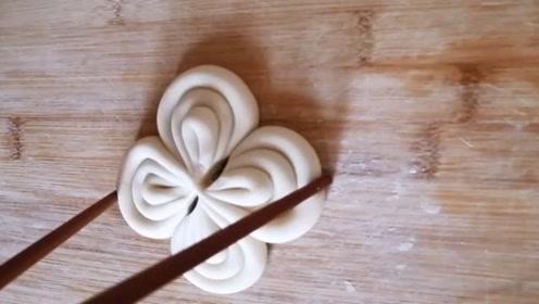 每天换着花样吃面点,今天我是这样做花卷的,一双筷子教你搞定!