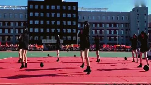 学校的小姐姐,跳好看的舞蹈,C位不愧是C位,太优秀了!