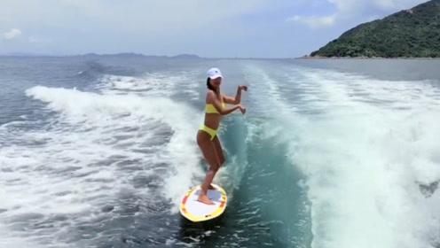 比基尼妹子不老实,冲浪板上尬舞,下秒让人难以忍受!