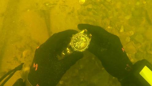 小伙河中探宝,捡到价值昂贵的劳力士手表,网友:羡慕!