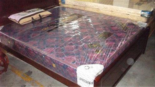 床垫上的塑料膜到底要不要撕掉?多亏家纺店老板提醒,看完涨知识