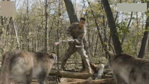 飞行少年:拿枪屠狼发现枪没子弹,这狼是吃草长大的吧,也太弱了