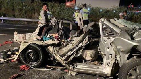 广西柳州高速发生重型半挂追尾小车事故致5死 其中包括两名幼童