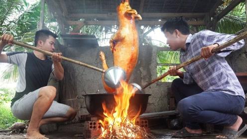 越南男子买来一头肥猪,连续用热油淋了3个小时,出锅后都抢着吃