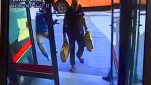 4名劫匪抢劫银行 数名押运员被挨个撂倒