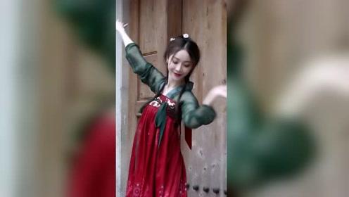 陈情令《无羁》遇上古风舞蹈,汉服小姐姐轻松撩动我的心弦!