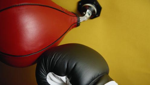 太帅了!悬空吊打饮料瓶,果然职业拳击手都是怪物