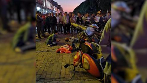 惊险!百色一男子路上骑车 被突然倒下的电线杆砸中 消防紧急救援