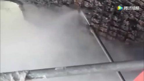 高压水枪的威力有多强?50cm厚的混凝土板,瞬间冲成碎渣