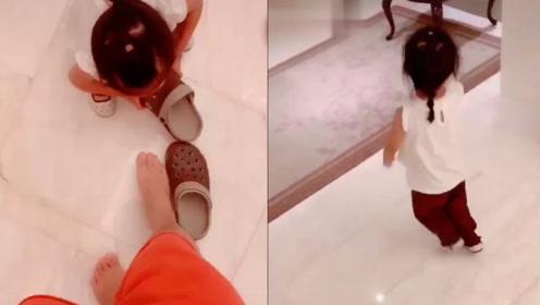 霸气!陈赫嘚瑟晒女儿给自己穿鞋,3岁安安迈出六亲不认步伐离开