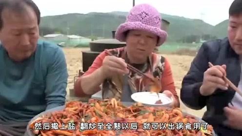韩国农村家庭的一顿饭,猪肉炒鱿鱼,搭配泡菜简直完美!