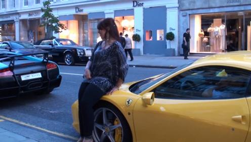 美女坐在街边法拉利车头拍照,不料车主还在车里,网友:加个微信