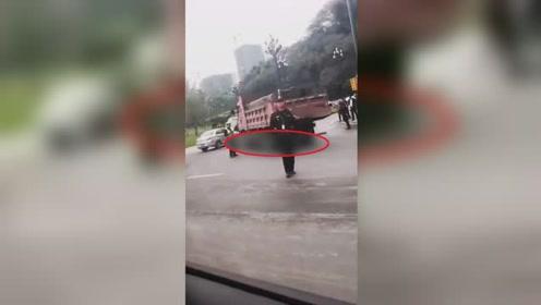 宜宾一大货车撞倒电动车致2人当场死亡 其中一小孩还未满10岁