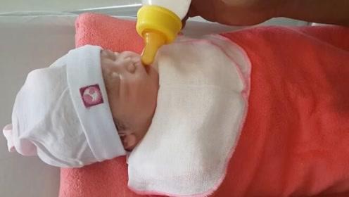 出生第一天的宝宝睡得太死,喂奶都叫不醒,又无奈又好笑