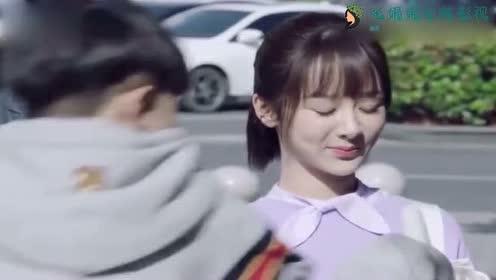 亲爱热爱:李现给杨紫递棒冰,被弟弟抢了,气坏了杨紫!