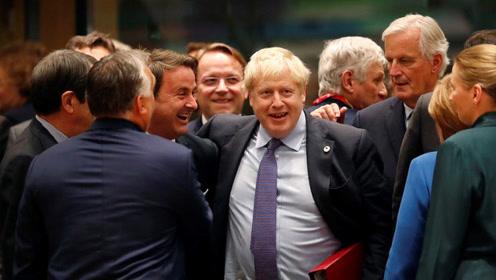 """勾肩搭背、握手言欢!英首相约翰逊成欧盟峰会现场""""红人"""""""