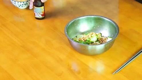 家常版的拍黄瓜酸辣开胃的下酒菜,好吃的不得了!