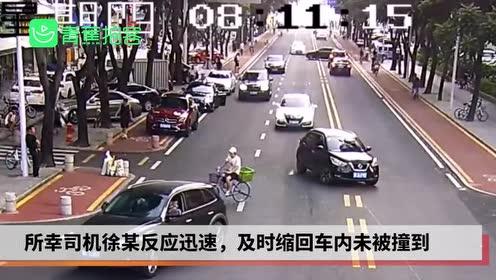 惊险!开门瞬间被后方宝马削掉车门 司机反应迅速躲过一劫
