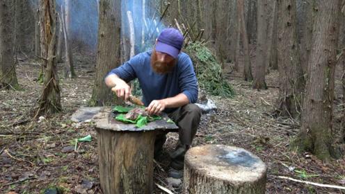 大胡子丛林生存,秘制叫花鹿肉吃,真是太奢侈了