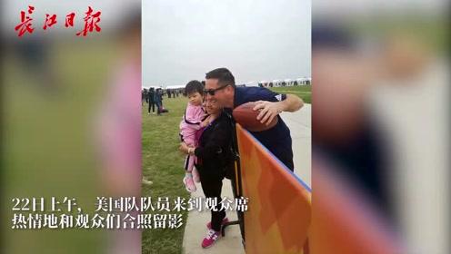 """美国跳伞队的中国通,14年的中文学习交流""""零障碍"""""""