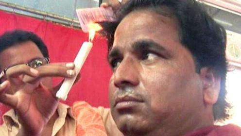 印度奇葩的理发方式,看着吓人生意却很火爆,真是实力作死不怕头秃