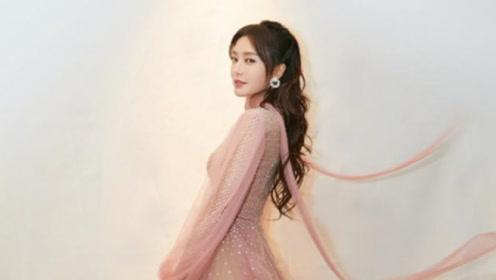 出道17年演《延禧攻略》再次爆红,穿粉色烫钻轻纱裙,甜似仙子