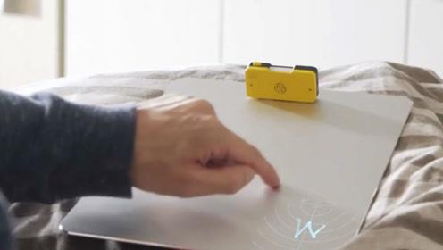 对着这个盒子画个圈,普通平面立马变为智能界面,手势控制一切