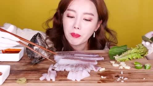 看看人家怎么吃生鱼片刺身?大口大口吃得太过瘾了
