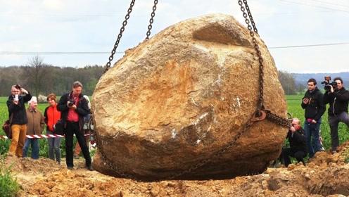 地下挖出一块28吨重的巨石,吊上来一看,震撼才刚刚开始