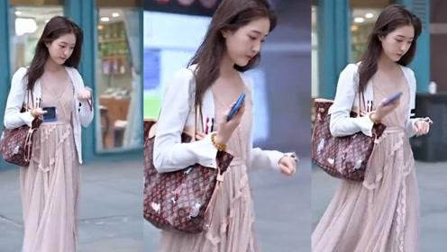 裸粉色的纱裙,飘逸迷人,展现小姐姐时尚青春的魅力!