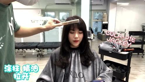 适合长脸,菱形脸,小方脸的一款甜美中长发,视频中的小姐姐是菱形脸