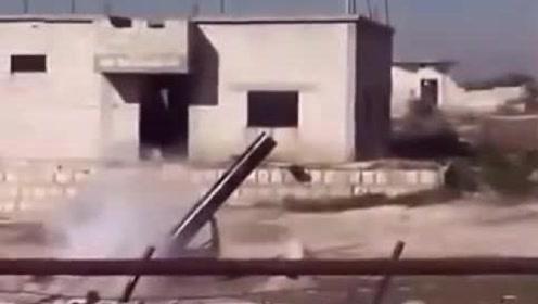 民兵自制300mm迫击炮,不知道的还一位是煤气罐呢!