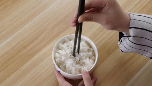 使用筷子不能做的9件事,没有素质,特别是第5件,看看自己错了吗