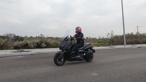 雅马哈X-MAX300,骑士网摩托车评测