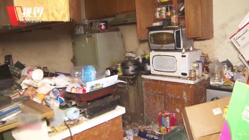 囤积狂人40年未打扫过家中卫生 记者穿生化服进屋一探究竟