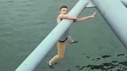 作死小哥挑战世界最陡的桥,成功是运气失手是荣誉,下一秒被死神盯上!