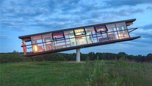 世界上最奇葩的翘翘屋 整个房子建造在空中 必须两个人才能住
