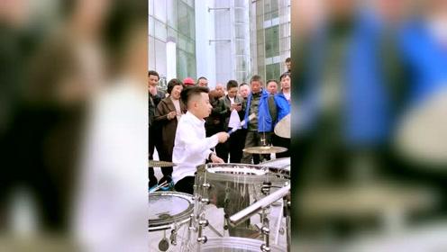 10岁小孩架子鼓演奏《踏浪》,真是大快人心好听极了!