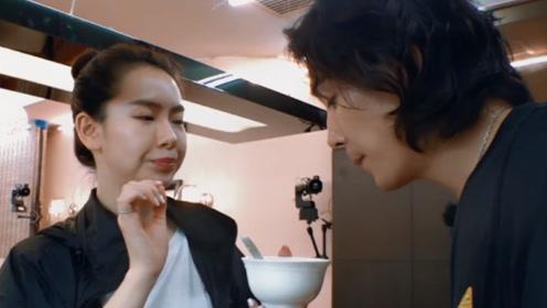 李承铉喝老婆煲的汤,假装很香赞不绝口!戚薇怼:演,继续演!