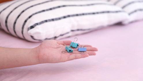 在床上放2个燕尾夹,家里人见了都夸聪明,早上起床太省事了
