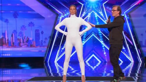 达人秀:女子身穿连体服,表演时要求关灯,结果全场瞬间沸腾了!