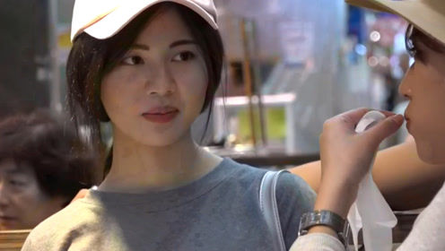 日本女生生吃巨大生蚝,一个不够还想吃几个