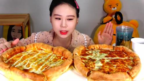 品尝美食:吃美味奶酪披萨