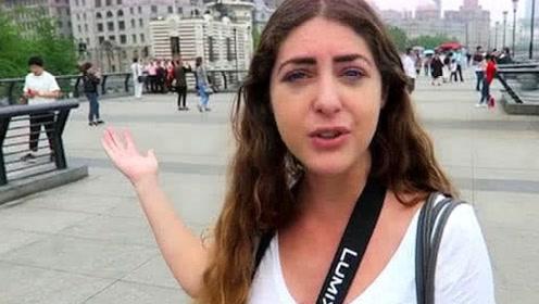 美国姑娘来我国旅游,大街上看见这一现象:这在美国根本不可能