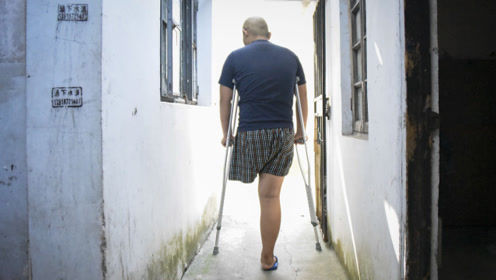 安徽15岁少年因病被截肢 心灰意冷不愿拖累父母:回家吧 我放弃