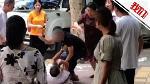 河南叶县当街暴打6旬教师的嫌疑人投案自首 家属:已道歉赔偿达成谅解