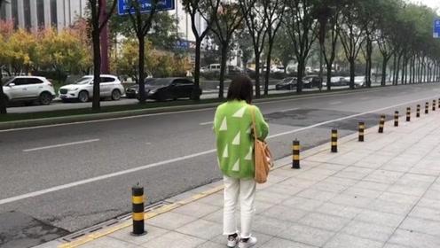 """善良女子下班遇""""香港""""豪车男借钱,转账2500元后追悔莫及"""